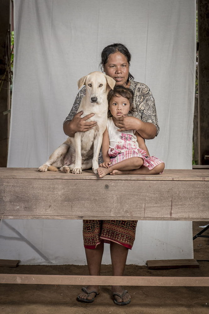 Жители страны Лаос со своими животными