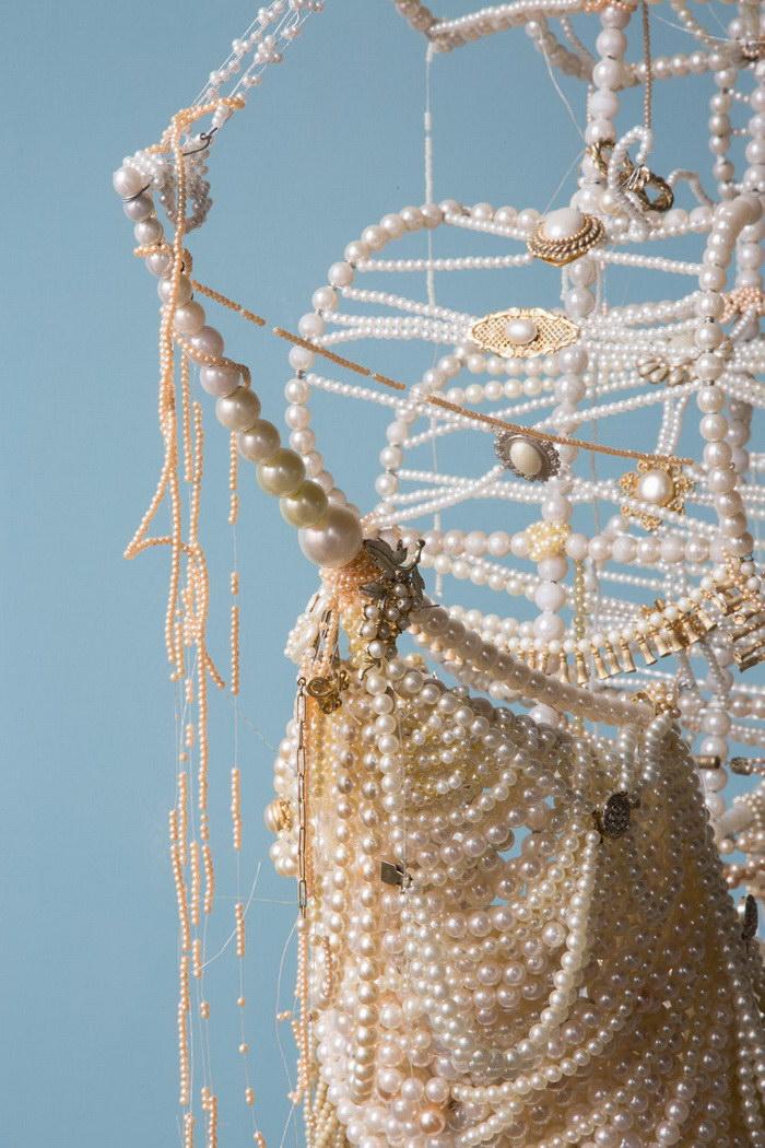 Корабли, сделанные из жемчужных ожерелий