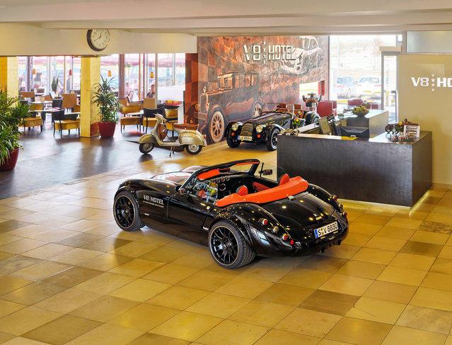 Отель для любителей автомобилей