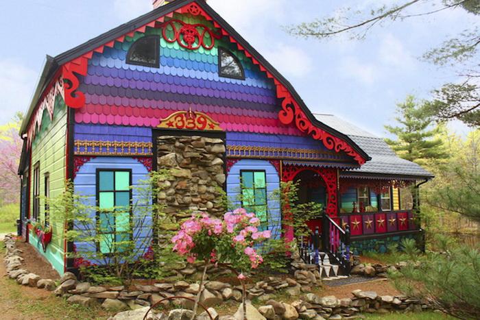 Яркий дом своими руками