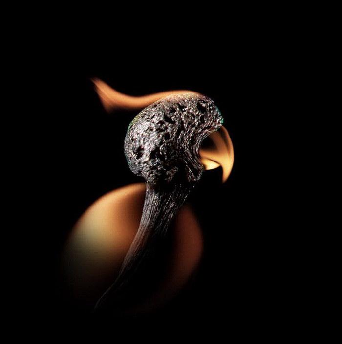 Догорающие спички как символы: работы Станистава Аристова