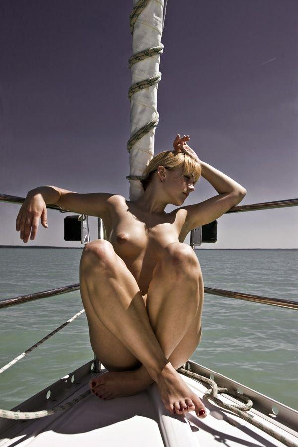 Красотки в лодках