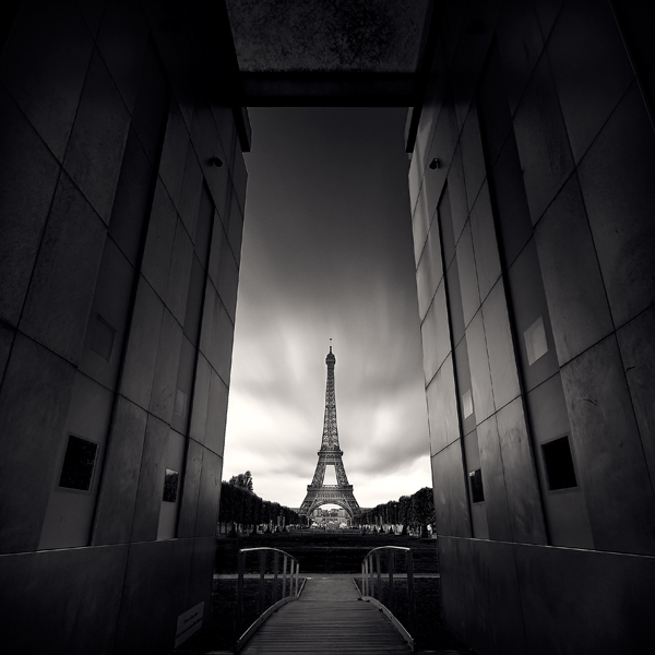 Черно-белый Париж