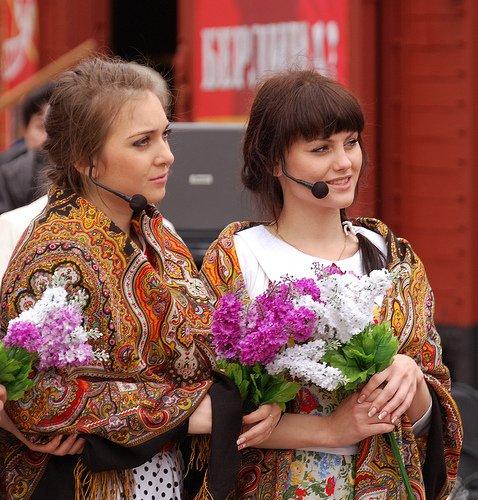 Девушки на параде