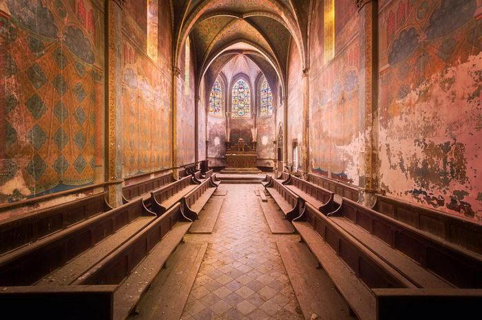 Заброшенные интерьеры Франции в фотографиях Roman Robroek