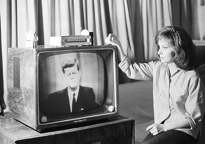the inception and history of television History of television the invention of the television was the work of many individuals in the late 19th century and early 20th century individuals and corporations.