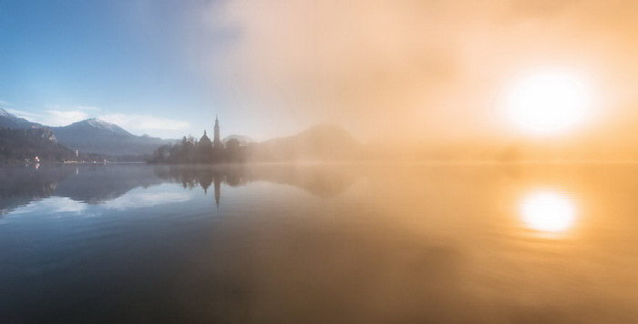 Рассвет на озере Блед в Словении