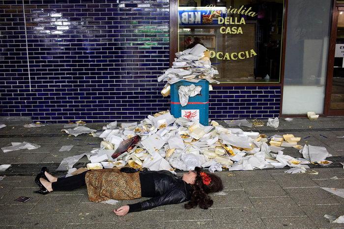 Пьяные англичане в Кардиффе: фотографии Maciej Dakowicz