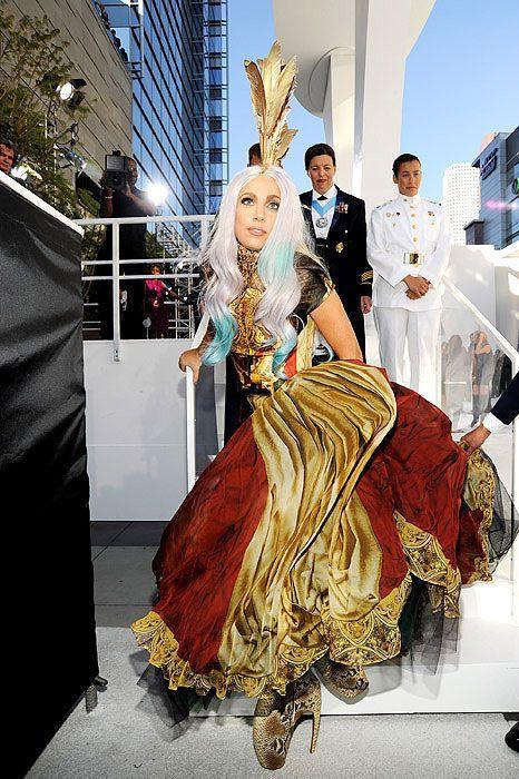 Креативные наряды Леди Гаги в 2010 году