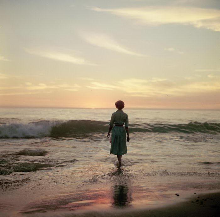 Девушка и море: работы неизвестного фотографа
