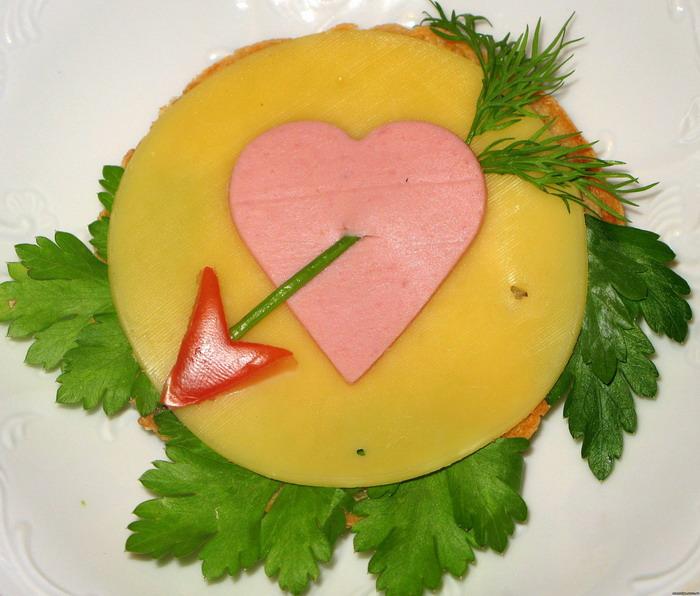 Валентинов день поделКак нарезать колбасу и сыр