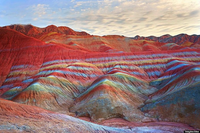 Радужные горы в Китае