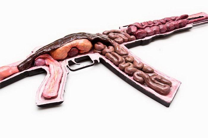 Анатомические ружья и пистолеты в работах Noah Scalin