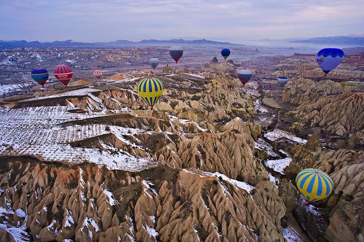 Воздушные шары, парящие над Каппадокией
