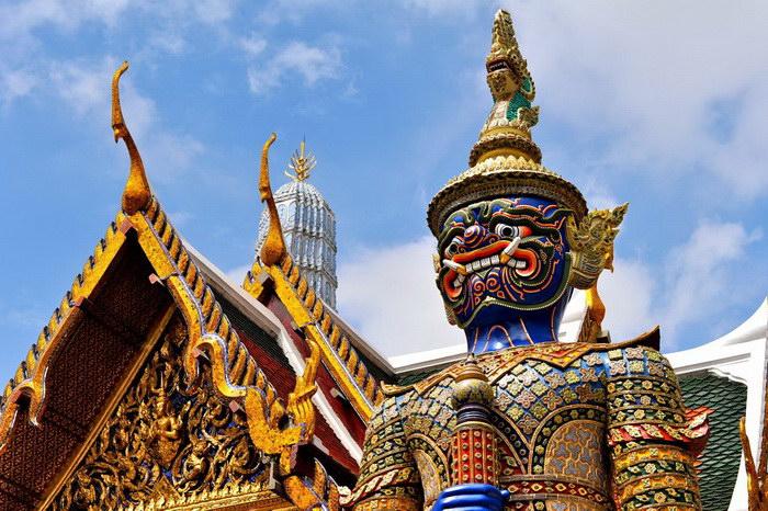 Королевский дворец в Бангкоке и храм Изумрудного Будды: главная достопримечательность Таиланда