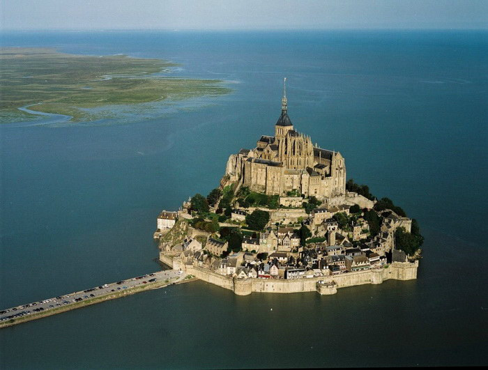 Мон-Сен-Мишель: тюрьма, бастион, монастырь, музей