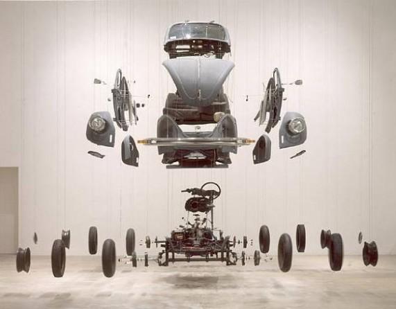 Висящие в воздухе скульптуры от Damian Ortega