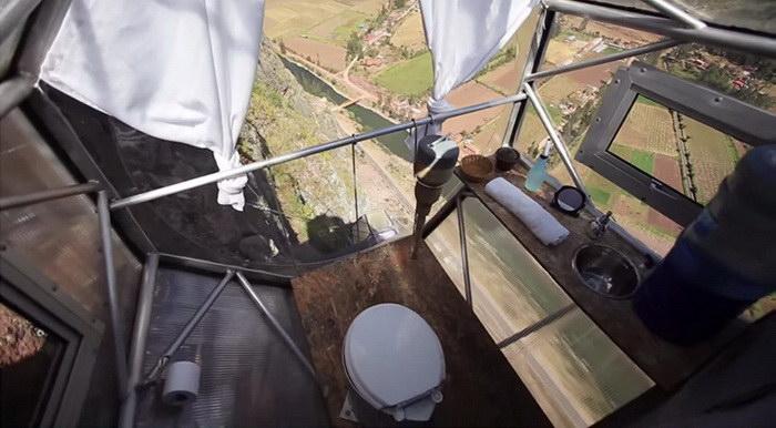 Капсульный отель на отвесной скале в Куско