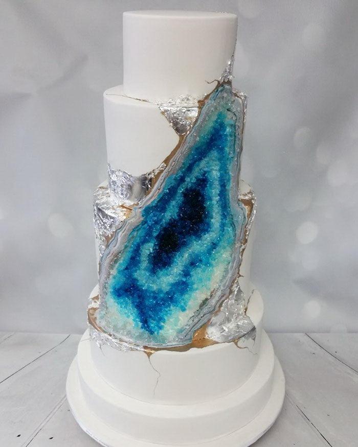 Новый тренд среди свадебных тортов: торты-минералы