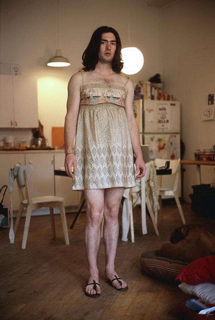 Мужчины в одежде их жен: проект Jon Uriarte