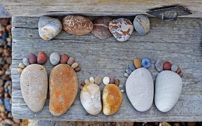 Ножки из камушков: фотопроект Iain Blake