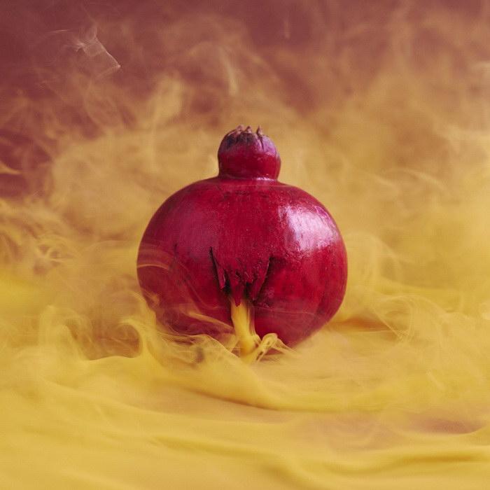 Таинственное содержимое фруктов в фотографиях Maciek Jasik