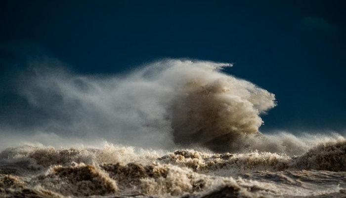 Шторм на озере Эри: фото Trevor Pottelberg