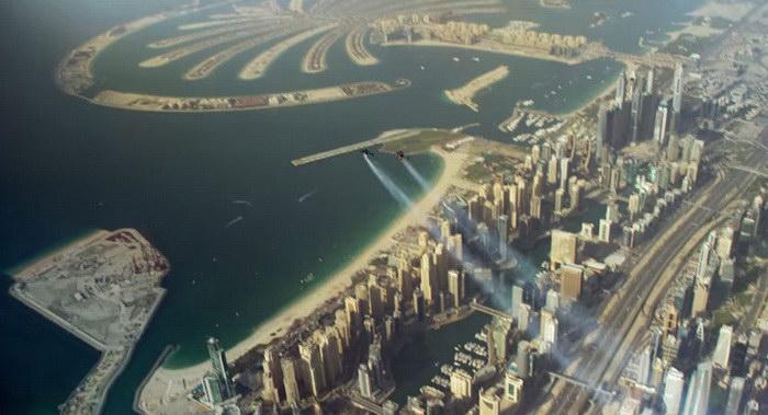 Невероятный полет Yves Rossy и Vince Reffet над Дубаем