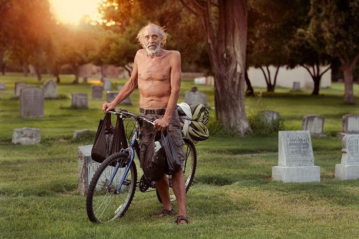 Фотограф Aaron Draper снимает бездомных жителей США