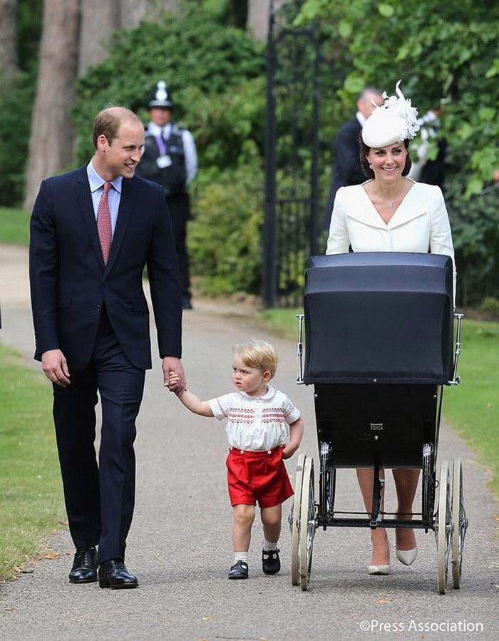 Королевская семья во время крестин Шарлотты в фотографиях Mario Testino