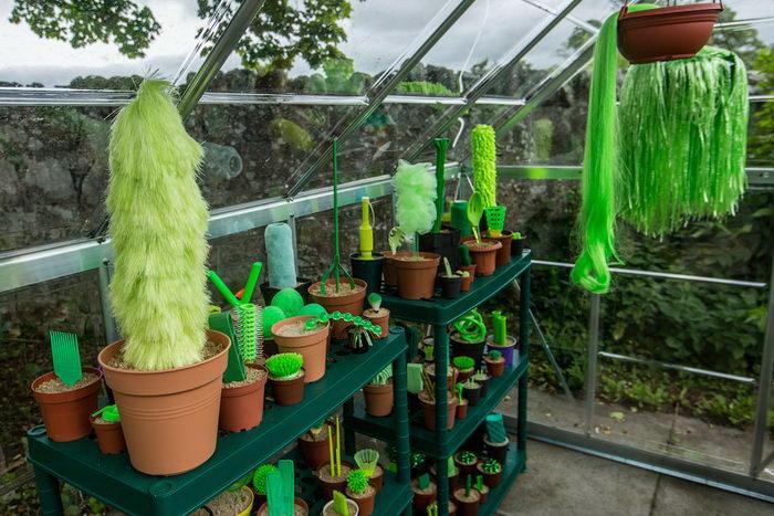 Пластиковые растения в горшках: проект дуэта PUTPUT