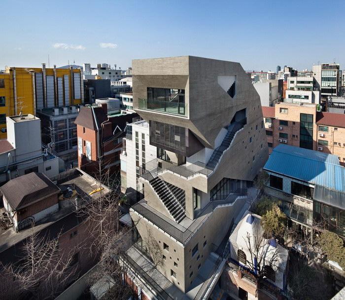 Бетонный дом в центральной части Сеула