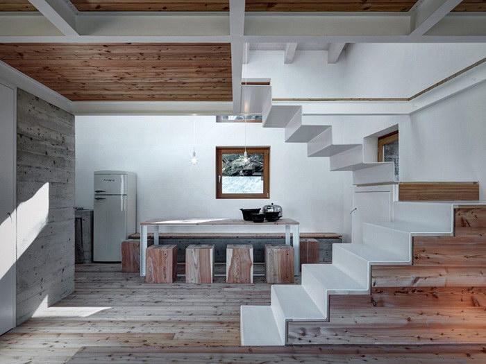 Альпийский дом из горных булыжников