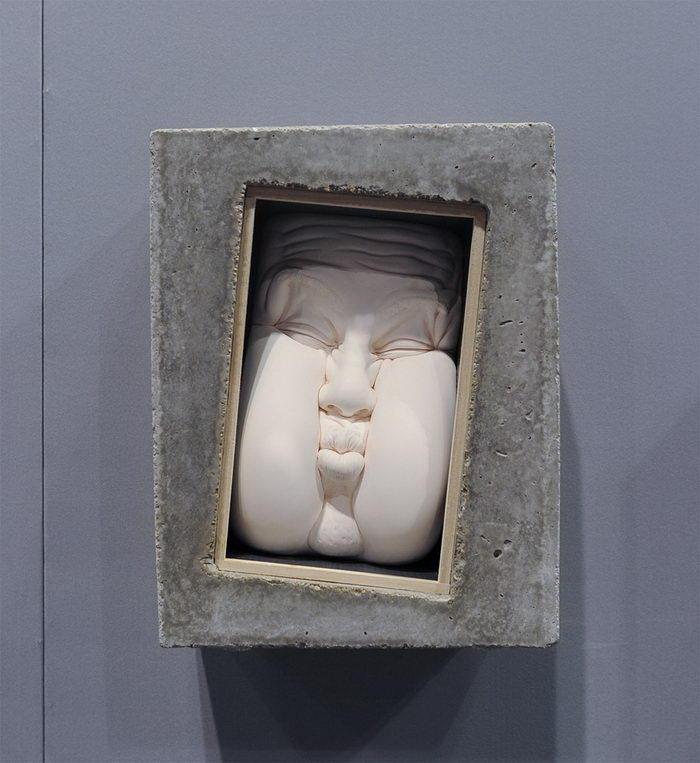 Тянущиеся лица в скульптурах Johnson Tsang