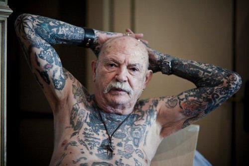 Старшее поколение с татуировками