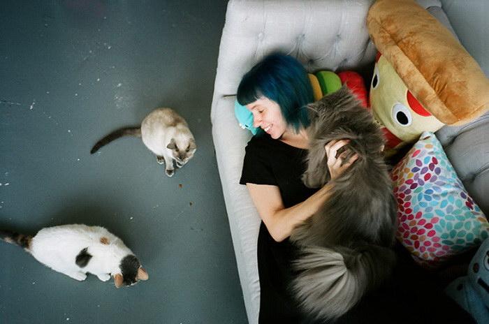 Девушки и их коты