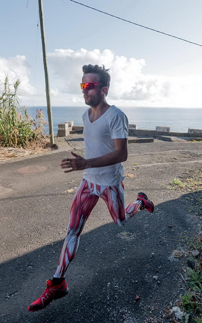 Необычный костюм для тренировок в виде мышц