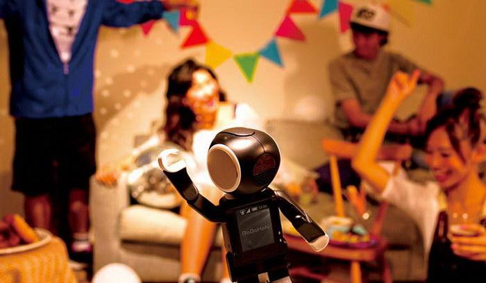 RoBoHoN: смартфон и робот в одном девайсе