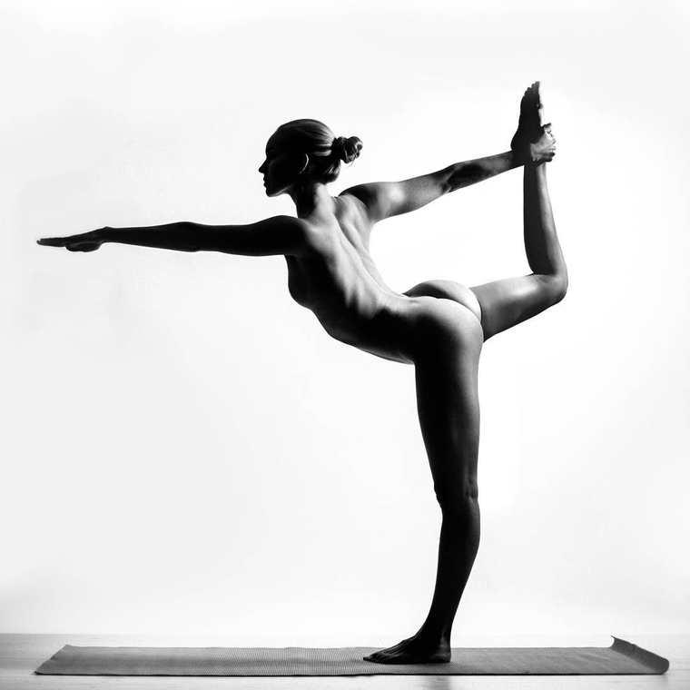 Красота женского тела и асаны йоги