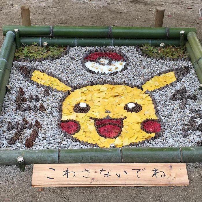 Японский арт из опавших осенних листьев