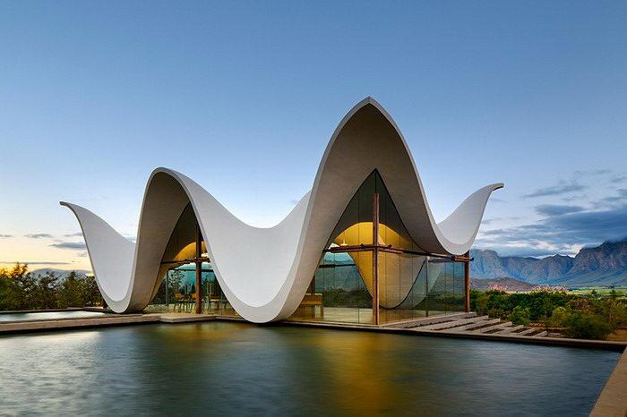 Необычная часовня в современном стиле, расположенная в ЮАР