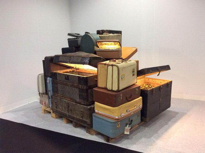 Экосистемы в старых чемоданах: работы Kathleen Vance