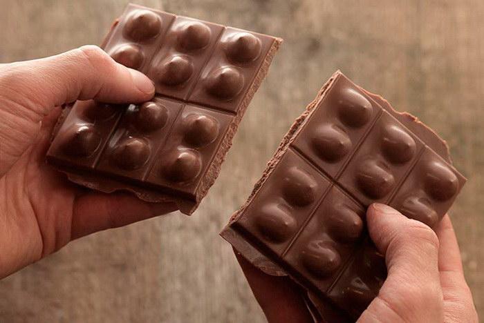 Молочный шоколад в форме женской груди