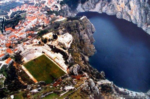 Стадионы в необычных местах