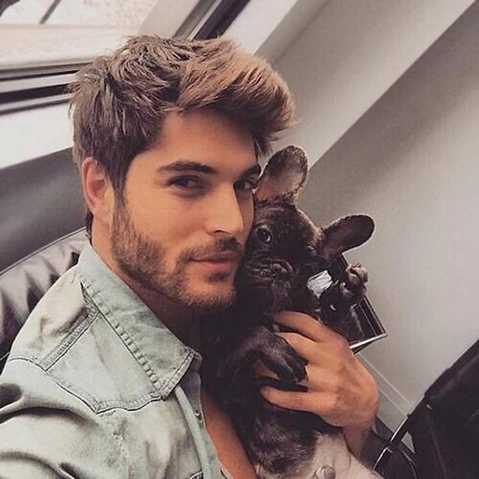 20 красивых мужчин с собачками