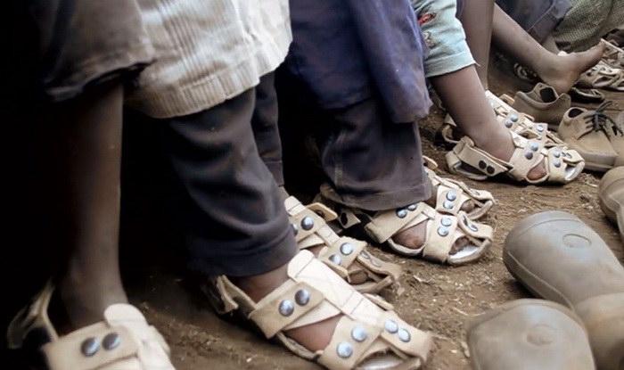 Обувь, которая растет, поможет миллионам бедняков