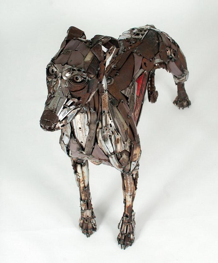 Скульптура собаки из старых велосипедов