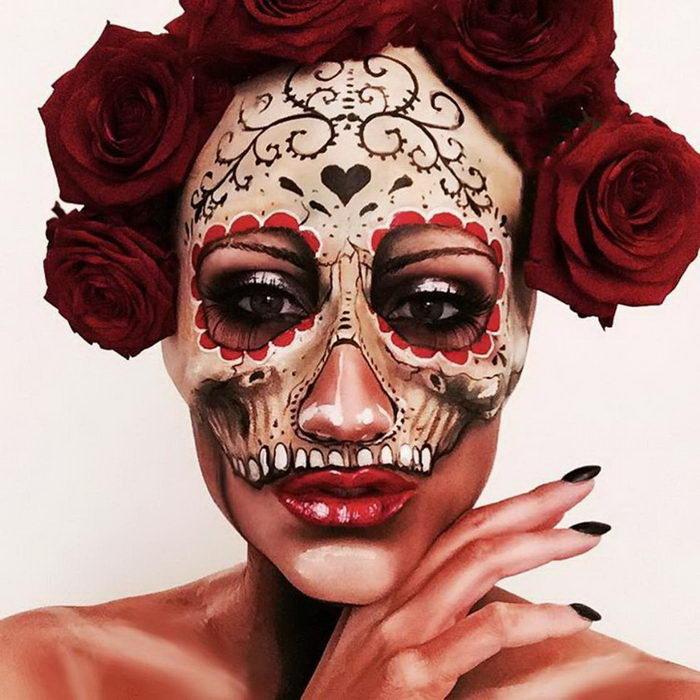Расписные черепа на лице Vanessa Davis