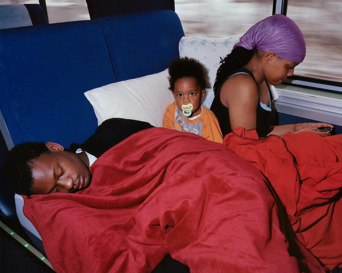 Пассажиры поездов дальнего следования в фотографиях McNair Evans