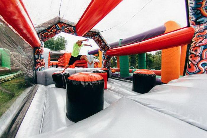 Самая большая в мире надувная развлекательная станция